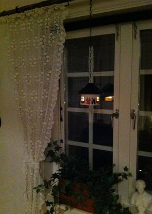 Stor värmeljushydda-Svart tak med tvättlina
