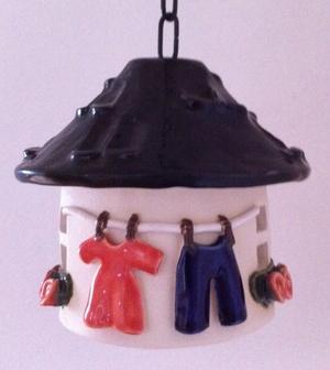 Liten värmeljushydda-Svart tak med tvättlina