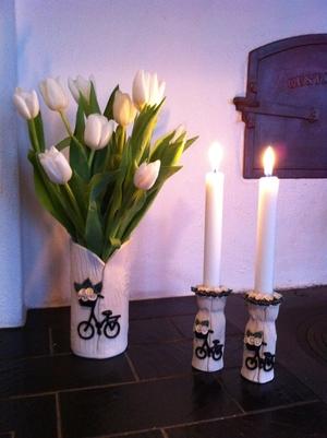 Vas-Cykel med vita blommor